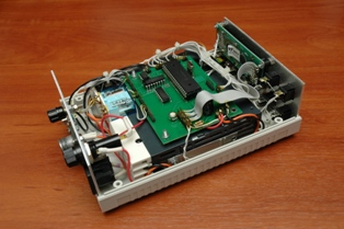 Внутренняя компоновка контроллера управления поворотным устройством